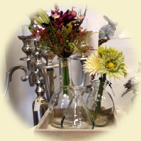 Stilleben mit Glasvasen